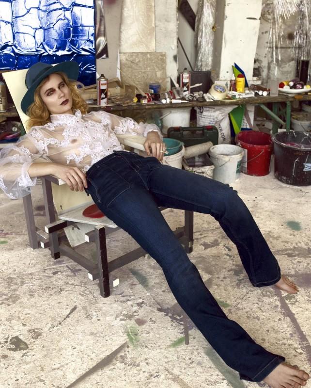 Hat: Tonak Shirt: Alice Abraham Ring: Antipearle Jeans: Zara